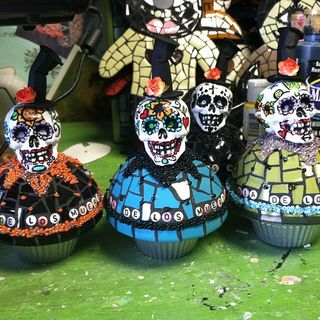 Day of the dead cupcakes 1